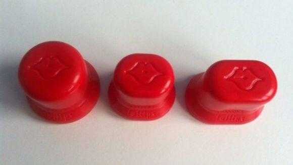 Ce crezi ca face acest plastic? Toate femeile care si-au bagat buzele in el au ramas socate cand au vazut rezultatele