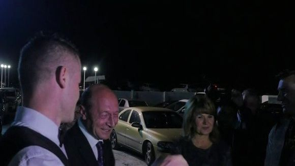 Traian Basescu, petrecere de pomina la o nunta de moti