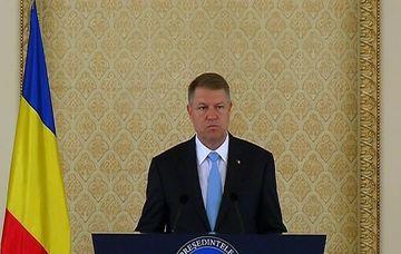 Presedinte Klaus Iohanis cere retragerea din functie a ministrului Gabriel Oprea dupa tragicul incident al politistului decedat
