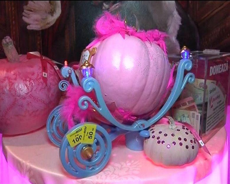 Dovlecii de Halloween, transformati in adevarate bijuterii, au fost vedetele unui eveniment caritabil