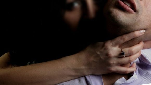 Si-a incuiat sotul in casa si l-a violat de 29 de ori. Motivul pentru care a recurs la aceasta pedeapsa este halucinant!