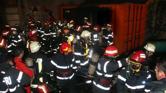 Pompierii au publicat primele imagini oficiale de la locul tragediei din Colectiv. Instantaneele din noaptea neagra sunt emotionante
