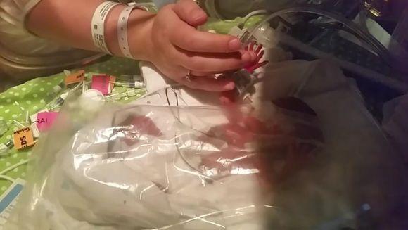 Asta e nemaiauzit! Femeia aceasta a fost insarcinata cu gemeni, dar ii naste la distanta de 4 luni. Cum s-a intamplat minunea