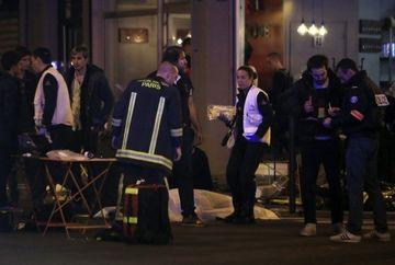 ATENTATE TERORISTE la Paris -Bilantul victimelor a ajuns la 129 de morti si 352 de raniti. 99 sunt in stare grava. Doi romani, printre persoanele decedate