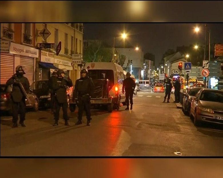 Cosmarul din Franta este departe de a se fi incheiat. Un raid al armatei si trupelor speciale francezea avut loc in Saint Denis, la periferia Parisului