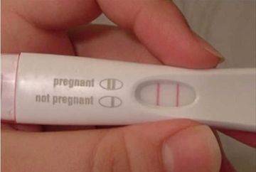 "Un barbat a urinat, in gluma, pe un test de sarcina. Cand s-a uitat pe rezulat, nu i-a venit sa creada. Ce inseamna cand un barbat e ""insarcinat"""