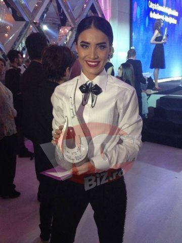 """Vedetele Kanal D, premiate! Iata ce distinctii au obtinut la gala Eva! Adelina Pestritu a castigat trofeul pentru """"Cea mai sexy vedeta feminina""""!"""