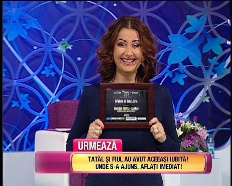 """Gabi Cristea a mai castigat un premiu pentru """"Cea mai indragita prezentatoare TV""""! Tavi Clonda a fost si el premiat impreuna cu formatia lui! Uite ce premiu a luat sotul vedetei"""