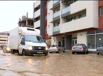 Cosmar la prima ploaie, dupa ce au platit zeci de mii de euro pentru casele lor
