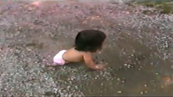 Parintii au abandonat-o la nastere, pentru ca nu avea picioare. Cand a crescut, nu i-a venit sa creada cine era de fapt. Cateodata viata e mai tare ca un film
