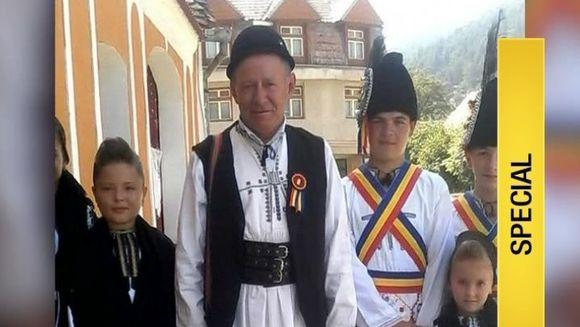 Iubeste atat de mult traditiile incat principalul sau tel este sa salveze satul romanesc si obiceiurile sale