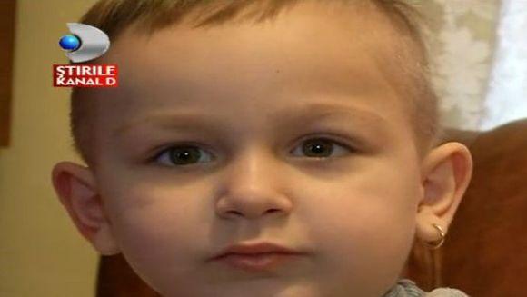 Are patru ani si un singur vis: sa poata alerga cu baietii de varsta lui! Micutul Eduard are nevoie de ajutorul nostru
