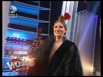 Iulia Albu, aparitie WOW! A venit imbracata doar cu o blana!