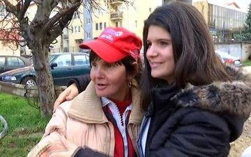 Dupa o adolescenta de COSMAR in Romania, viata i s-a schimbat cand a fost adoptata, in America. Momentul in care isi revede mama, dupa 12 ani, te va lasa in lacrimi