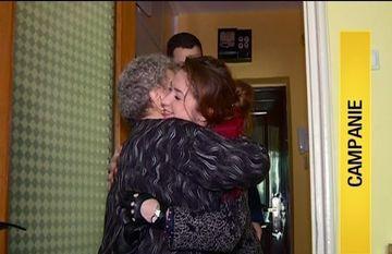 Doamna Tinca are 73 de ani si isi va petrece Craciunul singura. Povestea voluntarilor care o ajuta si ii aduc zambetul pe buze