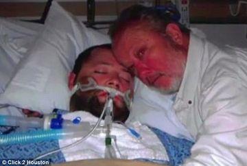 TREI ore i-a amenintat cu pistolul pe doctorii care vroiau sa ii opreasca fiului aparatele de respirat. Cand a vazut ce se intampla in salon, a inceput sa planga si s-a predat