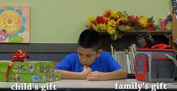 L-au pus la o masa si i-au spus sa aleaga intre un cadou pe care si-l dorea extrem de tare si un cadou pentru parintii lui! Ce credeti ca a facut acest baietel? Multi dintre cei care au vazut filmuletul au plans