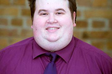Era atat de gras, incat isi facea toate hainele pe comanda! E incredibil cum arata in pozele de la nunta, dupa ce a slabit 70 de kilograme!