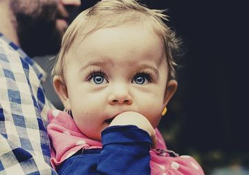 Cadourile de botez nu sunt pentru bebelusi, sunt pentru parinti. Intra in mintea acestora si nu vei da gres cu ceea ce alegi