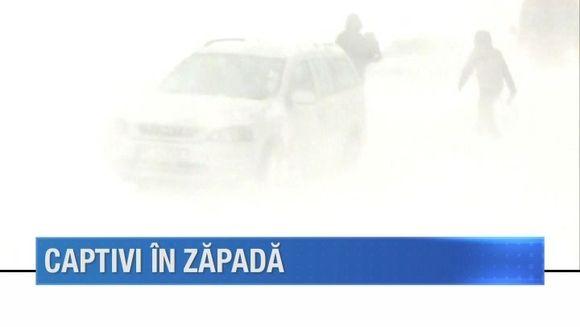 Viscolul si ninsoarea au pus multi oameni in dificultate! Unii au ramas blocati in zapada, iar altii au fost transprtati cu senilatele la spitale