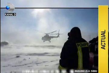 Zeci de adolescenti straini au fost salvati cu elicopterul din muntii Fagaras dupa o mobilizare fara precedent a autoritatilor