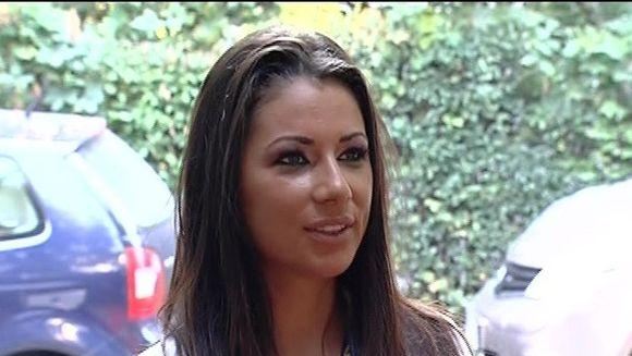Se infiripa o noua idila in showbizz-ul romanesc? Roxana Vancea pare ca s-a reindragostit. Uite cu cine a fost surprinsa de paparazzi!