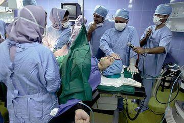 S-a dus la spital pregatita sa nasca. Doctorii au avut insa un soc la operatie: ce i-au scos din burta nu era un copil! E incredibil ce avea femeia acolo