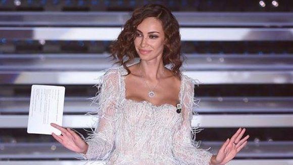 FOTO&VIDEO | Madalina Ghenea, cea mai spectaculoasa aparitie la Sanremo! Rochia creata de Cristina Savulescu l-a facut pe Carlo Conti sa ramana cu gura cascata!