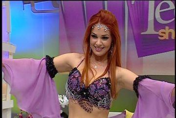 """Deea Maxer a avut aniversare inspirata din serialul """"Bahar""""! Uite cu ce talent isi unduieste corpul perfect pe ritmuri orientale"""