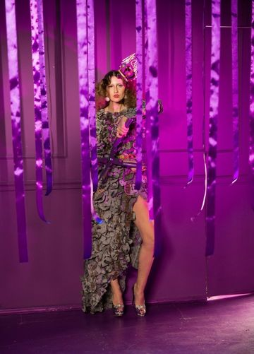"""Iulia Albu: """"Imi place foarte mult corpul meu, motiv pentru care nu-l ascund niciodata"""" – Vezi ce sedinta foto a facut fashion editorul cu ocazia aniversarii a 9 ani de Kanal D!"""