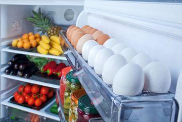 Si tu tii ouale in suportul special din usa de pe frigider? Renunta cat mai repede la acest obicei! Uite de ce nu este bine sa faci asta