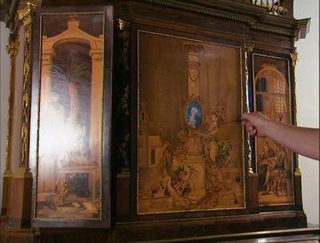 A bagat cheia in incuietoarea unui dulap vechi de 200 de ani, apoi a rasucit-o spre dreapta. Cand am vazut ce se intampla, am ramas cu gura cascata. Trebuie sa vezi asta