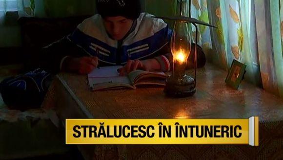 """Povestea lui Ionut, copilul care merge pe jos patru ore pentru a ajunge la scoala, in emisiunea """"Asta-i Romania!"""", la Kanal D"""