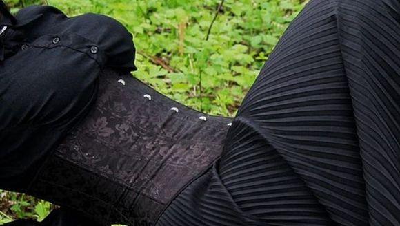 A vrut sa aiba talia mai subtire asa ca a purtat un corset pe care l-a strans foarte mult in talie. Doctorii au ramas socati cand au consultat-o: uite ce s-a intamplat cu rinichii ei