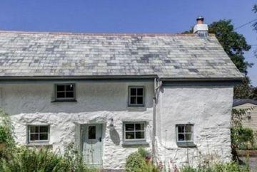 Pare o cocioaba parasita, dar stai sa vezi cum arata la interior casa asta veche de 300 de ani! Multi nu se asteptau la asa ceva
