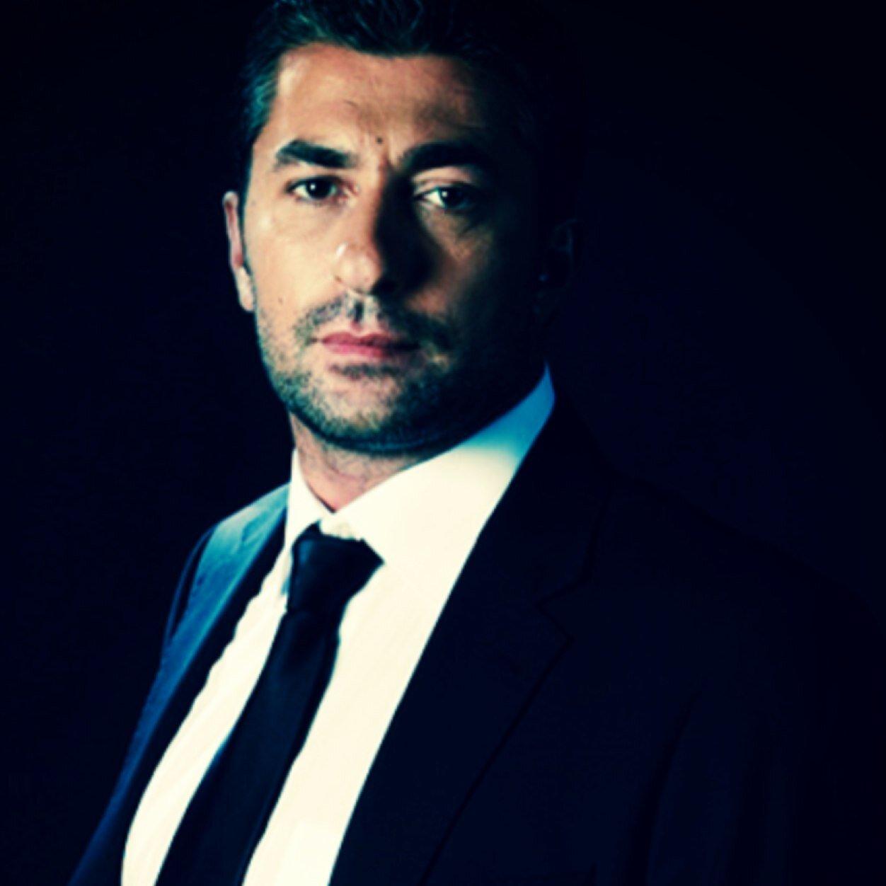 """Distractie pe cinste pe platourile de filmare ale serialului """"Furtuna pe Bosfor"""". Uite ce fac actorii Erkan Pettekaya( Cihan ) si Civan Canova ( Rhami ) cand sunt in pauzele dintre filmari!"""