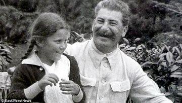 Bunicul ei se rasuceste in mormant! E socant cum arata nepoata lui Stalin, crescuta in America