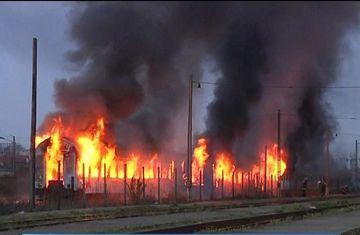 Flacari uriase si un fum inecacios pe peroanele Garii de Nord din Timisoara. Care a fost cauza incendiului in urma caruia un om a murit carbonizat