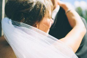 Era in culmea fericirii dupa ce s-a maritat cu barbatul pe care il iubea, dar in luna de miere a avut un soc urias! A sunat imediat la politie cand a descoperit asta in laptopul lui