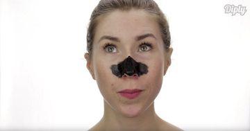 Ai auzit de masca de fata din carbune? Iti elimina eficient punctele negre, dar nu e tocmai ieftina. Uite reteta dupa care ti-o poti face si tu, acasa