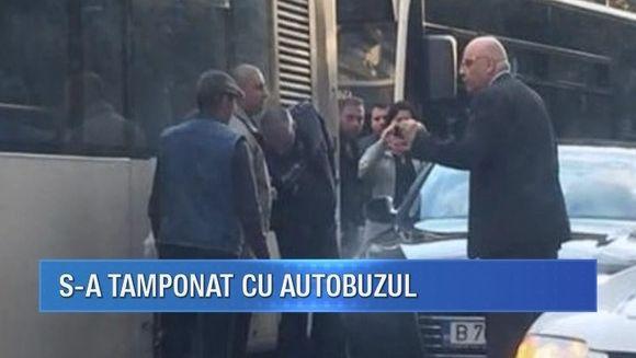 Raed Arafat a fost implicat intr-un accident rutier. Secretarul de stat in Ministerul de Interne a povestit totul pe o retea de socializare