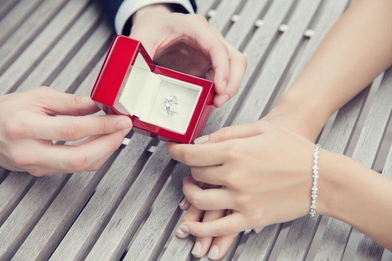 Cum sa-ti ceri iubita in casatorie (si ea sa spuna Da). Cele 5 sfaturi esentiale de care sa tii cont inainte sa pui marea intrebare