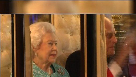 """Londonezii au avut parte de un spectacol """"regesc"""" ieri, in capitala Marii Britanii. Regina Elisabeta a II-a si-a serbat implinirea a 90 de ani"""