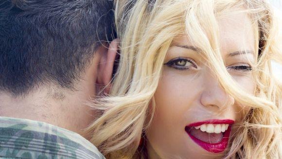 6 sfaturi de la 434 de femei singure. Cum ar trebui sa se incalte barbatii la prima intalnire