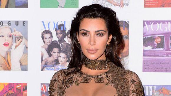 Kim Kardashian socheaza din nou! A venit sumar dezbracata la un festival de moda. Uite imaginile care au facut incojurul lumii