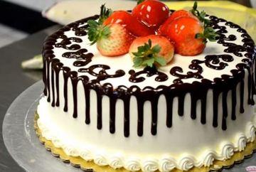 VIDEO! Secretul cofetarilor! Cum decorezi un tort in doua minute!
