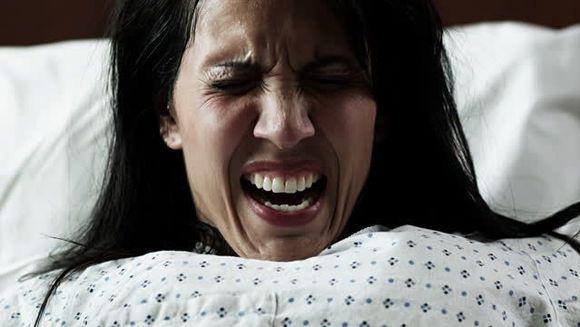 S-a dus sa nasca, insa la spital a intrat intr-o coma profunda, in care a stat sase zile. Cand s-a trezit si s-a uitat sub patura a incremenit! Ce se intamplase cu corpul ei