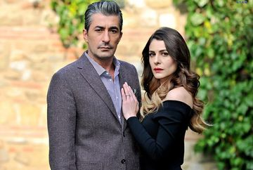Erkan Pettekaya s-a rupt in figuri de dans la nunta colegei sale de serial, Ebru Ozkan! Uite ce filmulet a facut cu ea