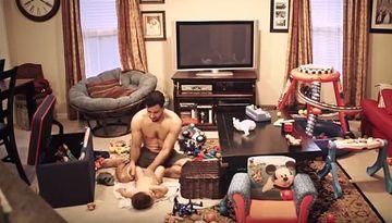 A vrut sa vada cum are grija sotul ei de copil in lipsa ei, asa ca a montat o camera ascunsa in sufragerie si l-a filmat in secret. Cand s-a uitat pe inregistrari a inceput sa planga!