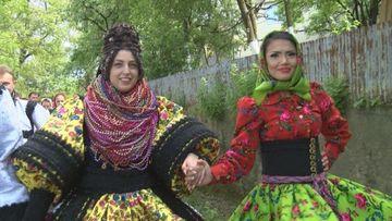 """La Kanal D """"Se striga darul"""", duminica, de la 20.00! Andreea Mantea si Bursucu sunt invitati la o nunta cu 1.000 de participanti"""